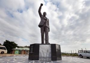 Nelson_Mandela_Outside-Victor_Verster_Prison